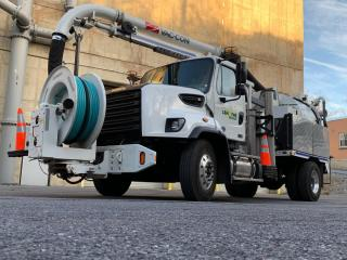 Sewer flusher truck
